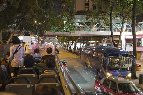 P1080833 20151030市内夜景観光バス2階席