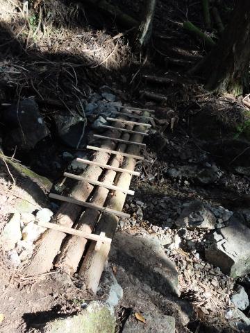 序盤の橋と階段