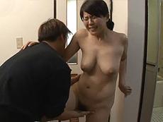 熟女ストレート :「西川さん、やめて下さい!どうしたんですか?」隣人に風呂上りを襲われる巨乳人妻! 笹山希