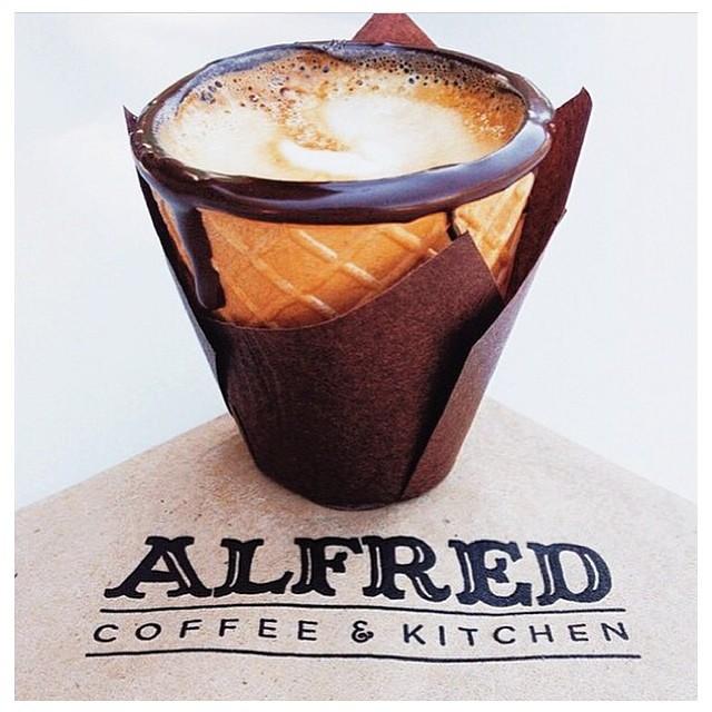 29ワッフルコーンにエスプレッソコーヒーを注いだロサンゼルスの「Alfred Cone」