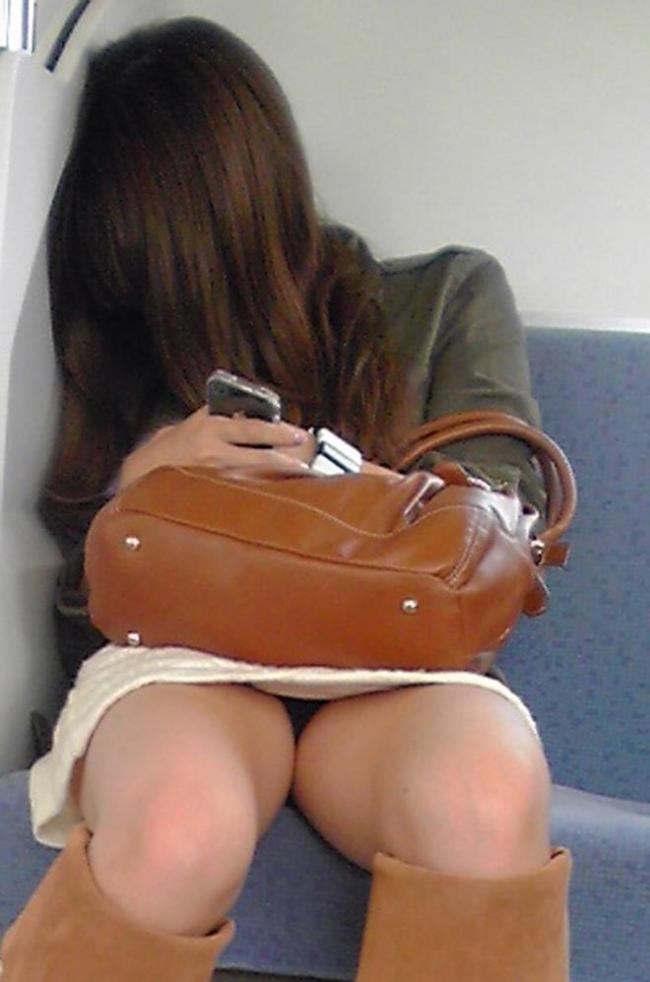 電車内パンチラ画像 5