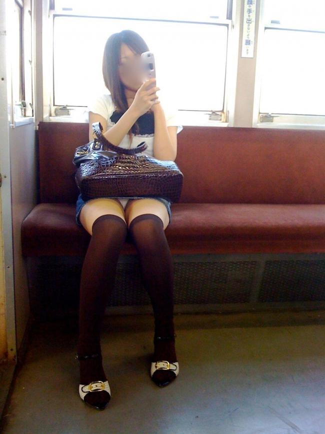 電車内パンチラ画像 19