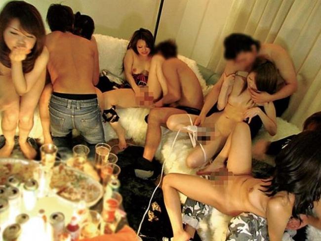 素人の乱交パーティー画像