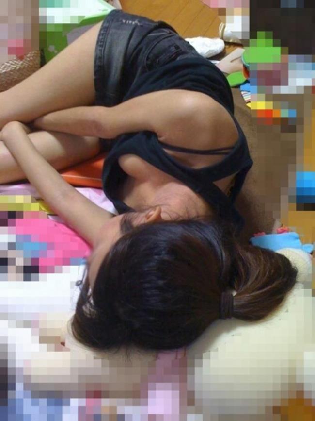 妹の寝姿画像 4