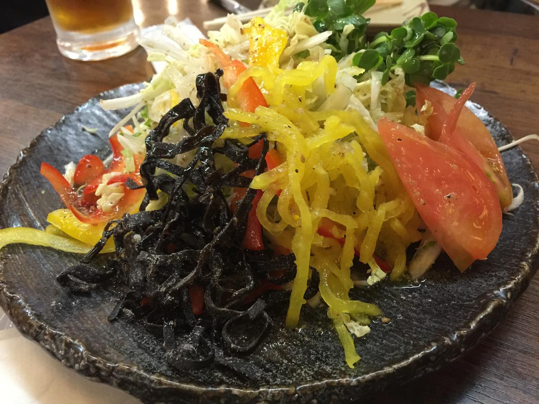 串カツ24時間営業鶴亀家サラダ