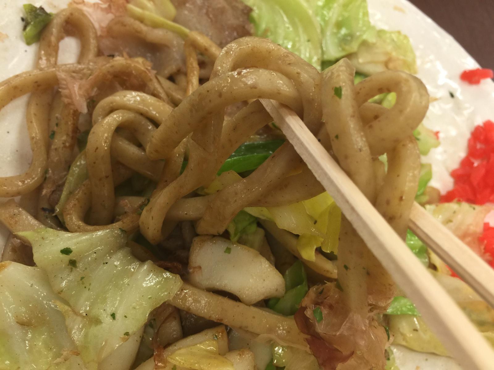 串カツと自分で焼くタコ焼き新世界味の大丸塩焼きそば太麺
