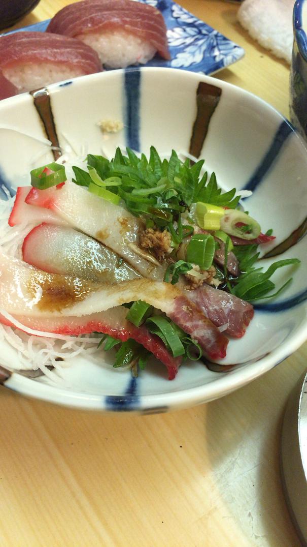 新世界じゃんじゃん横丁の寿司屋【佐兵衛すし】本店くじらベーコン