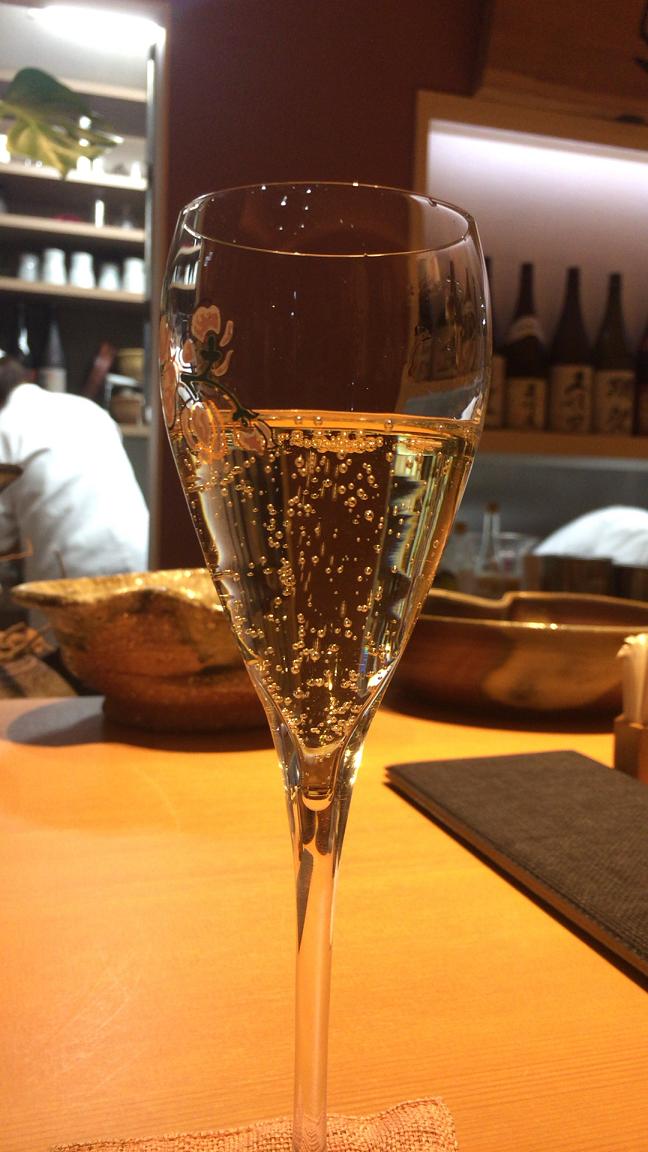 大阪ミナミの宗衛門町にある小料理・割烹『旬草hide』シャンパン
