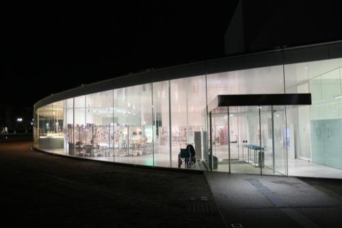 0006:金沢21世紀美術館 夜の外観②