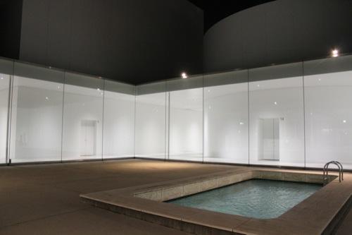 0006:金沢21世紀美術館 中庭(夜)