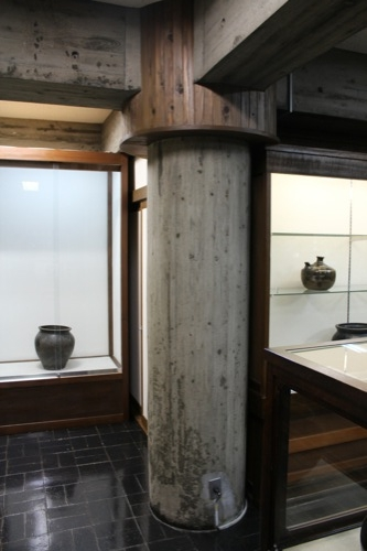 0028:日本工芸館 本館柱部分