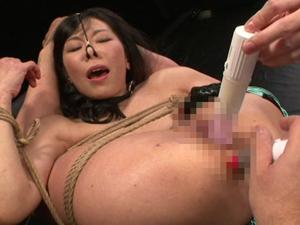 【彩美ルリ子】緊縛された軟体肉便器妻がマンコとアナルを掻きまわされ快楽のあまり白目で絶頂を繰り返す!
