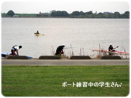 ボート練習中の学生達