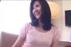 【無修正】50代美熟女と白昼からハメ廻すおまんこ動画