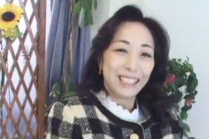 【無修正】50代上品そうな熟女マダムはドスケベで乱れる無料アダルト動画