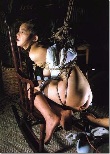 縄化粧する女の方が美しく見えるエロ画像19