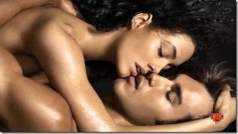 【夜の夫婦生活;海外編】絆と愛を深めるハグのエロ画像14
