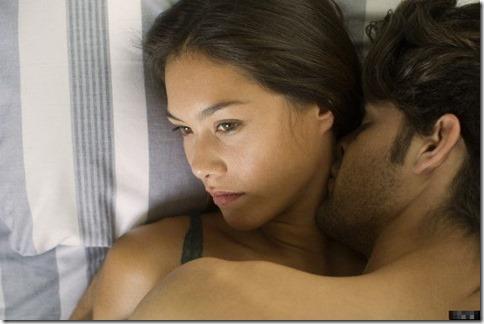 【夜の夫婦生活;海外編】絆と愛を深めるハグのエロ画像16