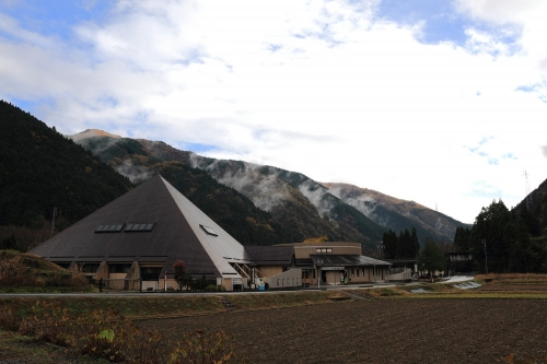 パジェロJrで行く根尾谷ドライブ 根尾谷地震断層観察館