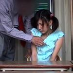「ブラは触ったが胸は触っていない」 JSの胸を触った小学教諭逮捕